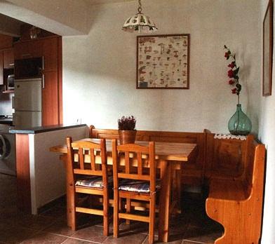 Casa rural en fanlo for Banco de esquina para cocina